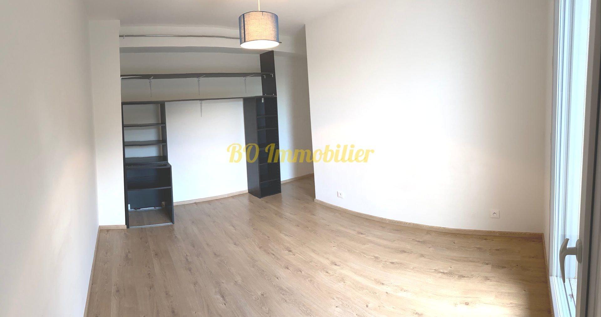Appartement 3 pièces 57m²+terrasse+2 parkings