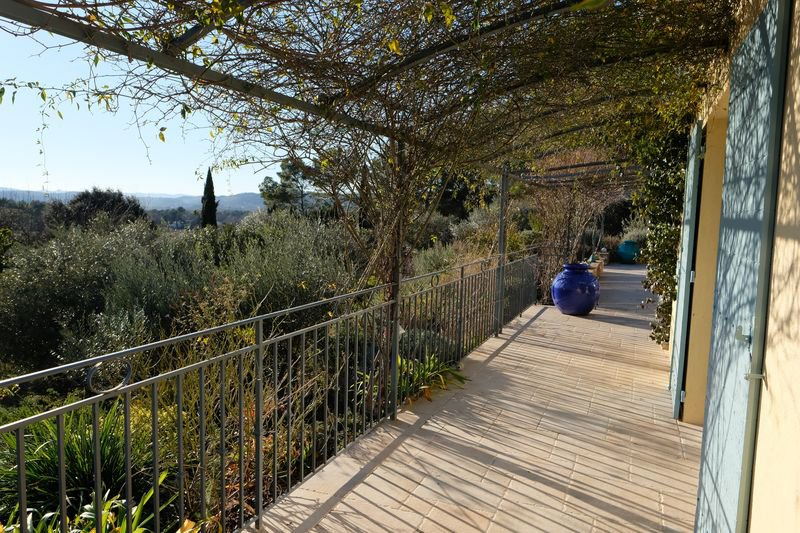 Lovely provencal house built in 2014 with 5 bedrooms, swimming pool, olive trees stunning views Coti