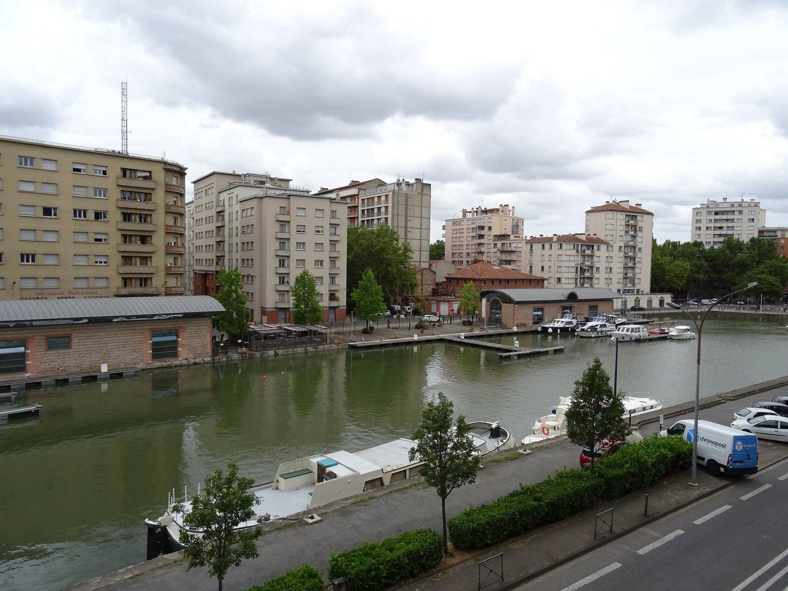 Port Saint Sauveur, Local pro. de 75 m² avec 4 Parkings.