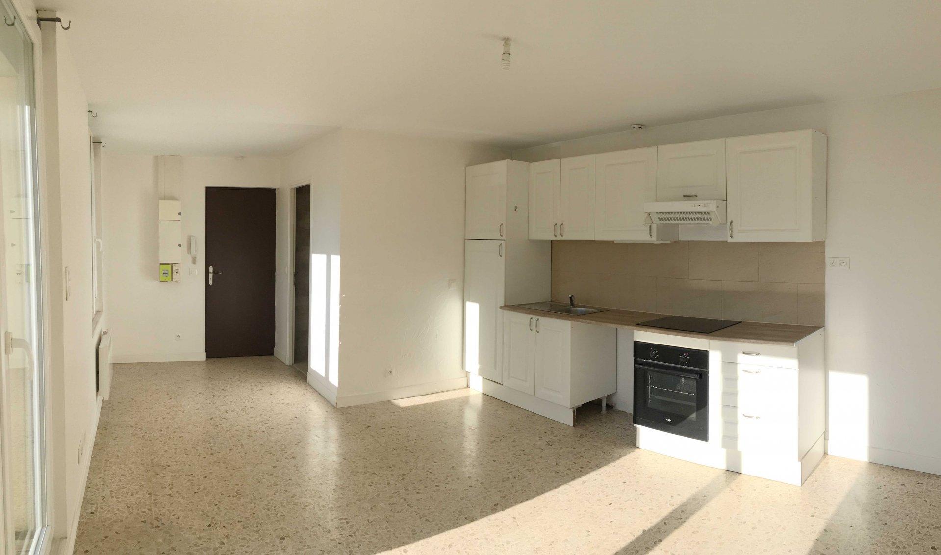A louer Beau studio de 27m2 avec très grande terrasse quartier village de Mazargues 13009 Marseille