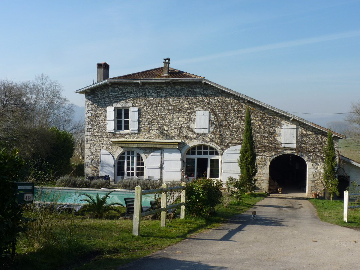 Beautiful farmhouse with gîte, 8 stables, outdoor school and 6 hectares of land