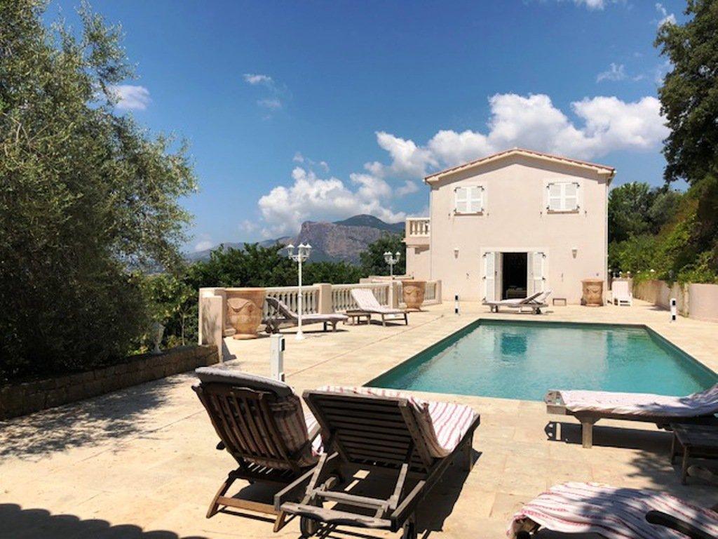 Propriété de prestige, 6 Chambres sur 1.1 ha de terrain, piscine et vue mer