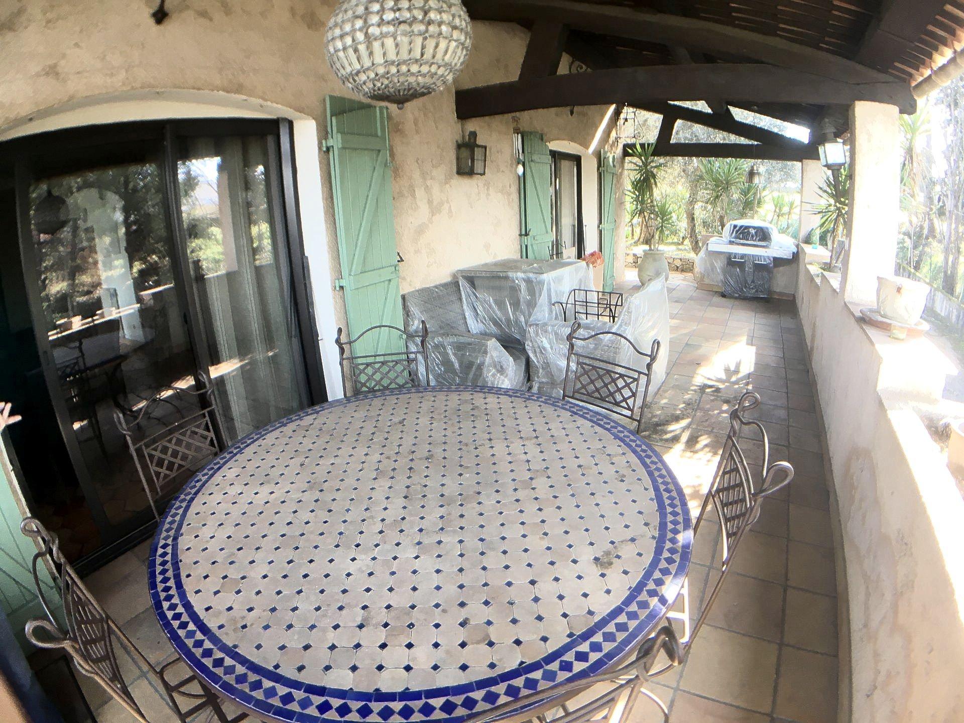 MOUANS SARTOUX villa avec piscine à vendre