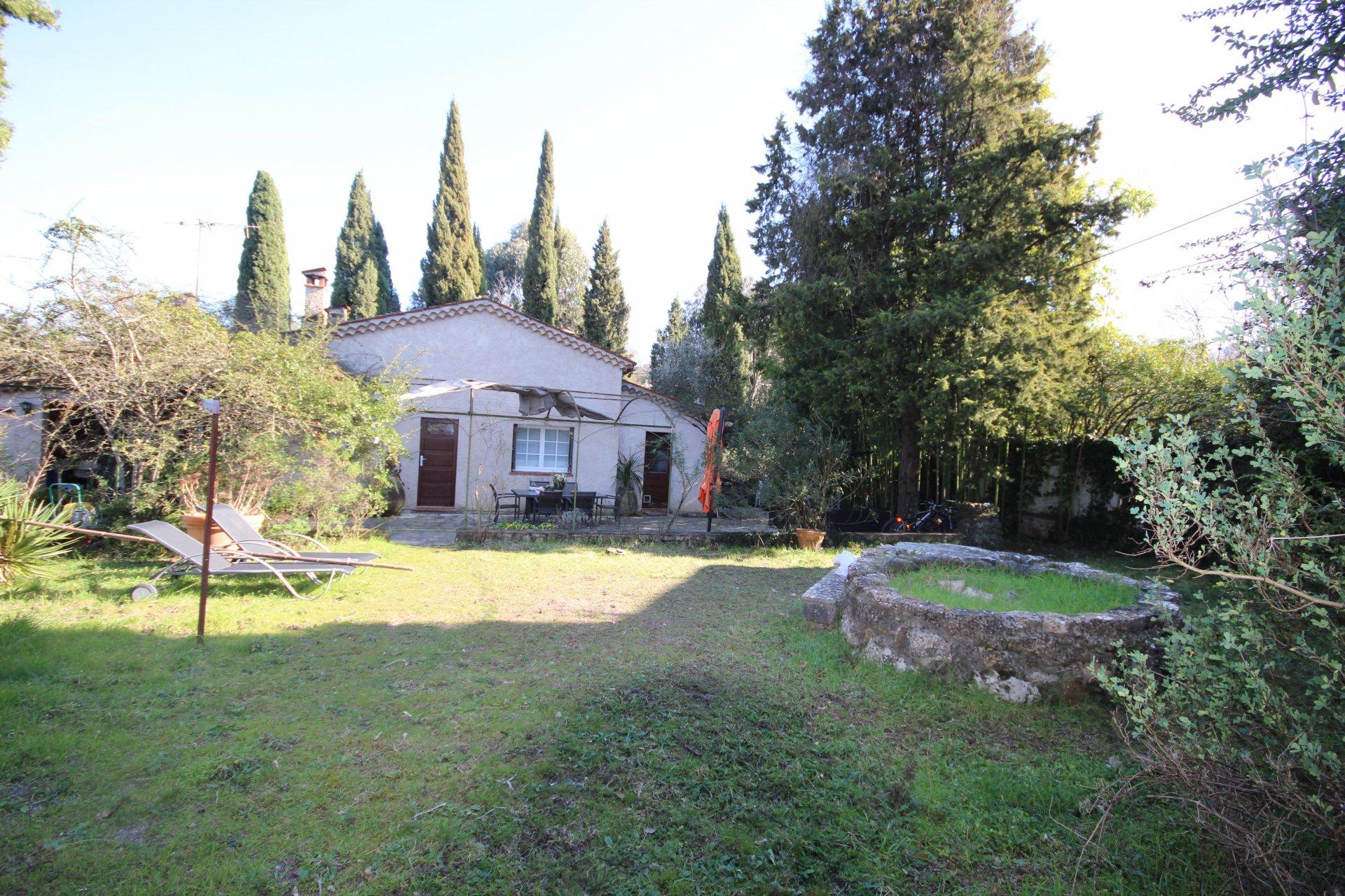 Maison à pied du village