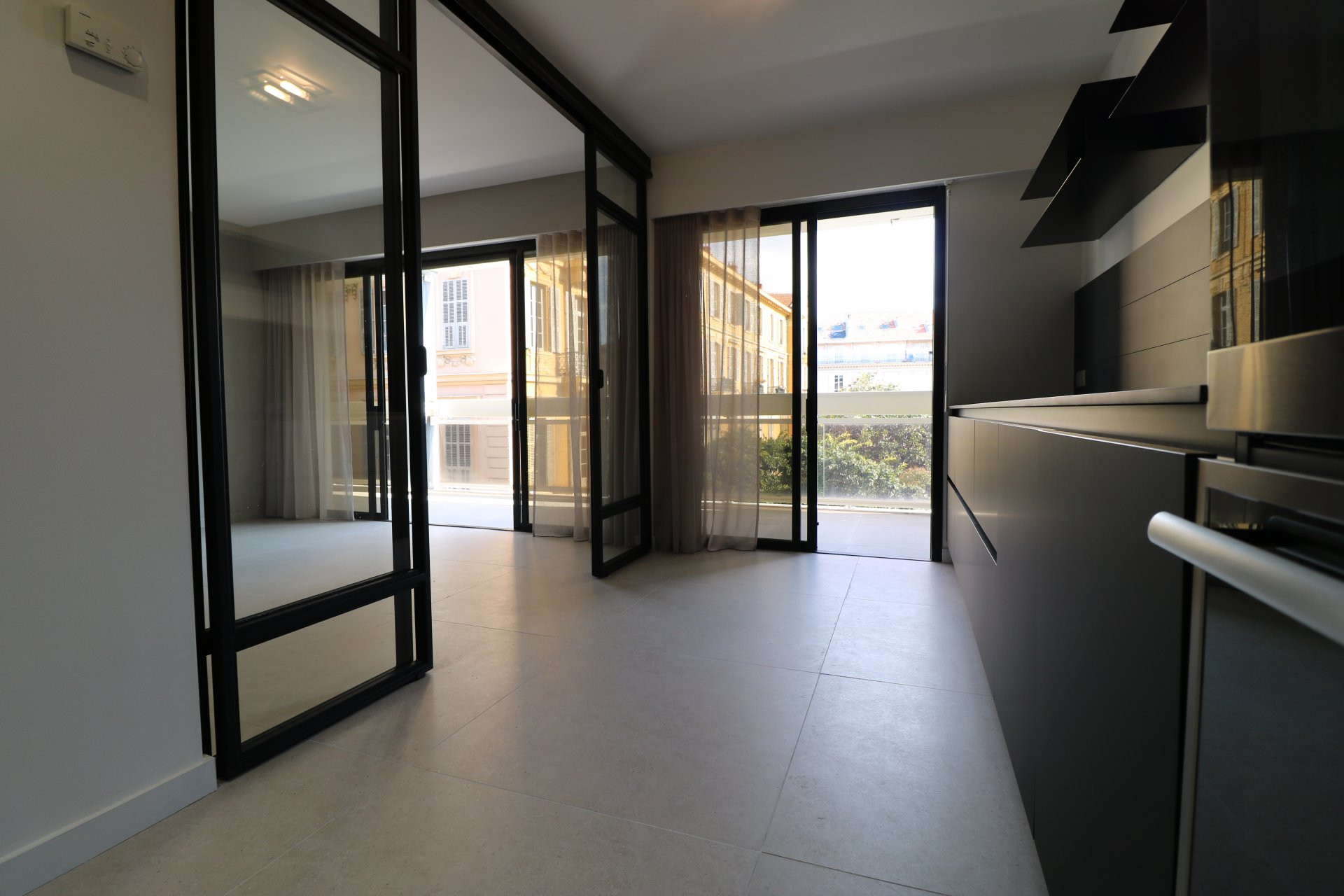 3 rooms renovated with Terrace in Nice Carré d'Or