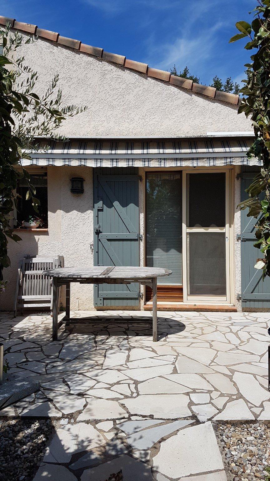 Pays de Fayence: maison jumelée dans un domaine avec piscine et tennis