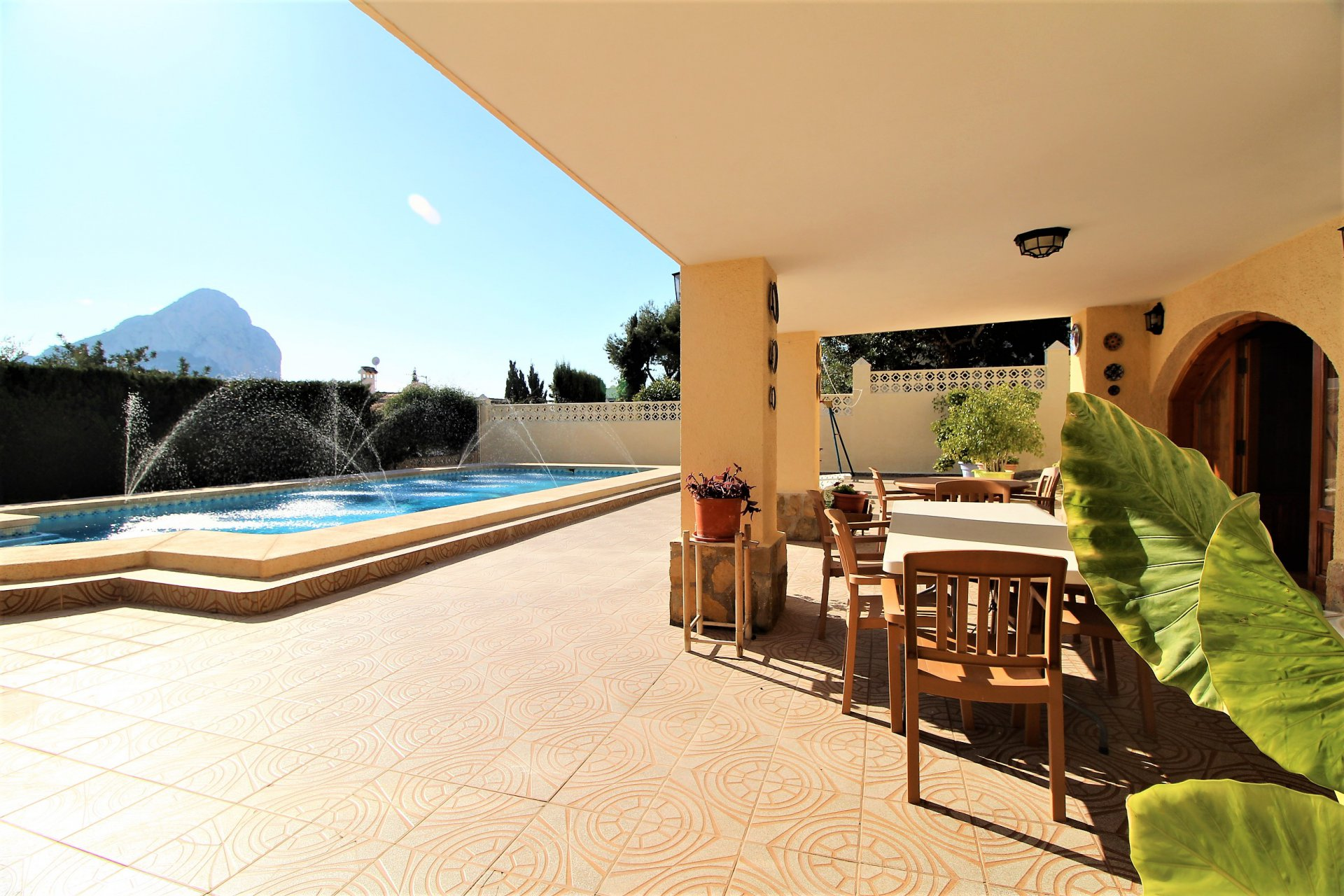 Villa with sea view in flat area close to the beaches