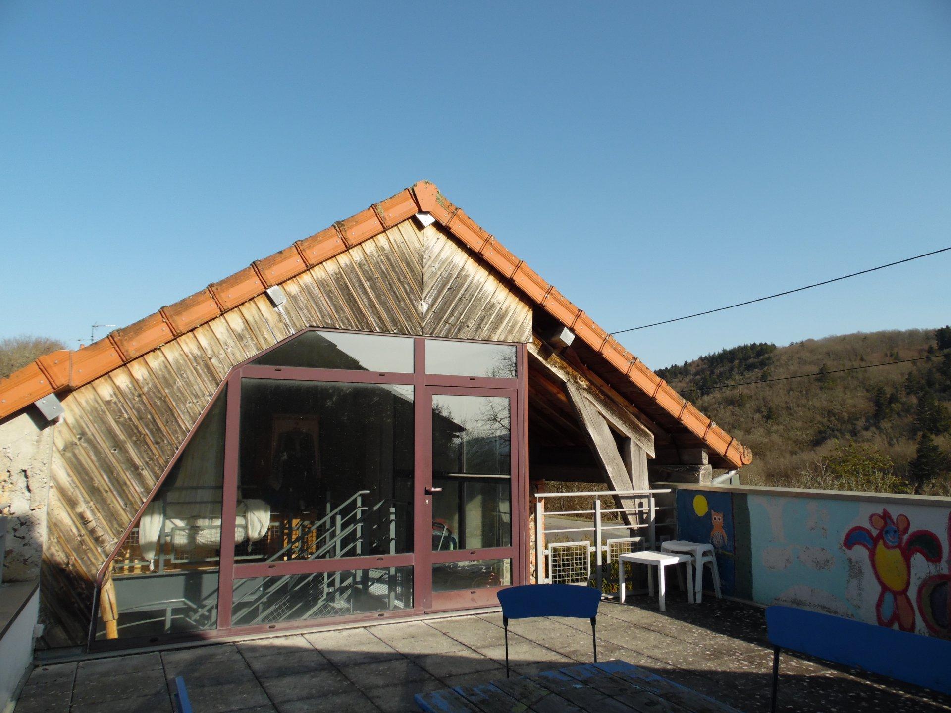 Maison à vendre en Auvergne avec dépendance et jardin