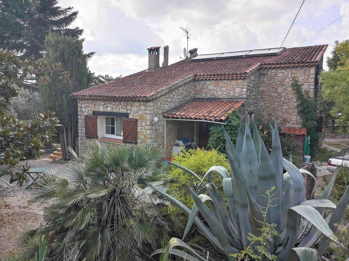 Stone house near of Saint Paul en Forêt.