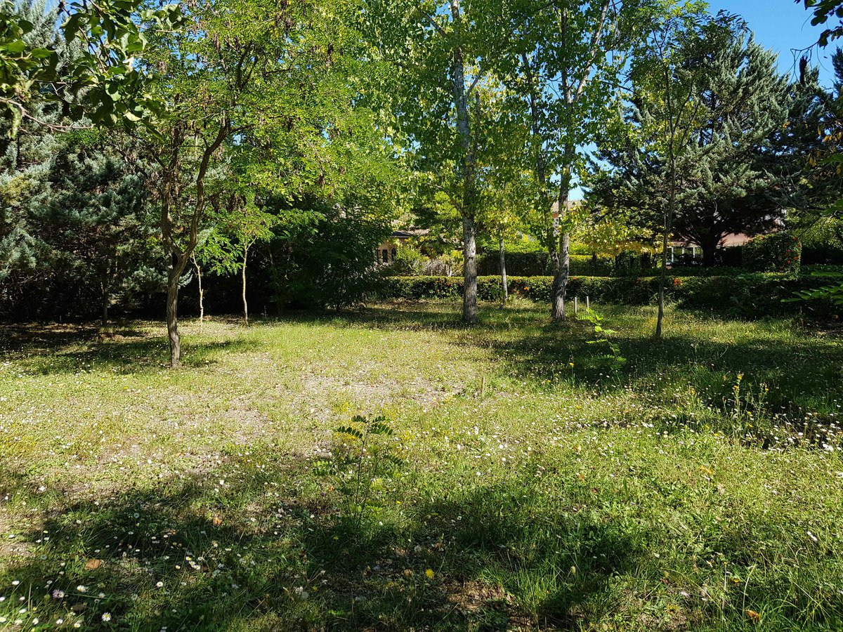 Commercial land in Callian