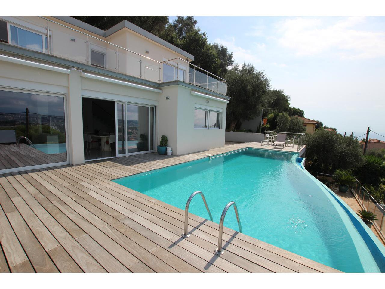 Magnificent contemporary detached villa with magnificent panoramic views. Pool.