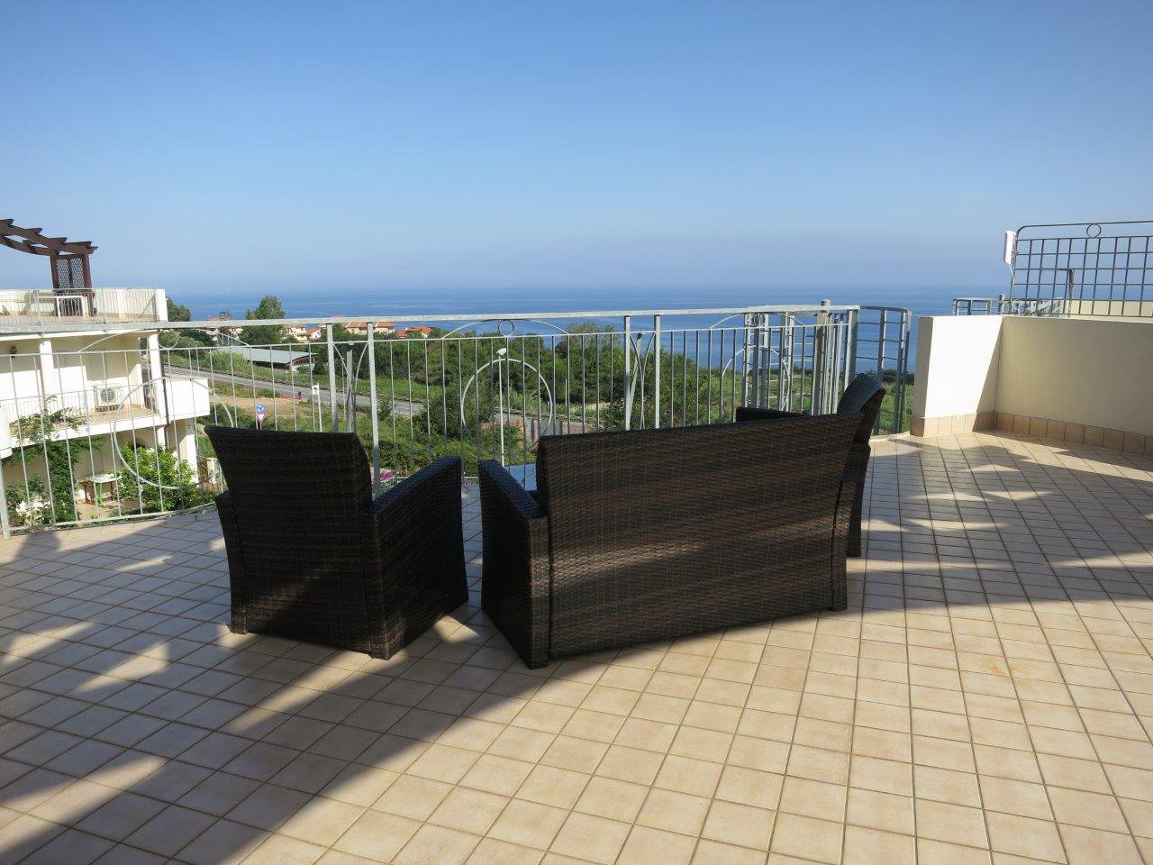 New Penthouse - sea views - pool