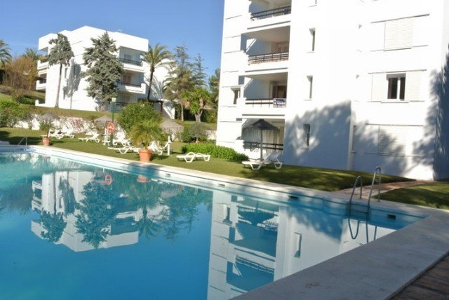 Nice corner apartment in Los Monteros Playa