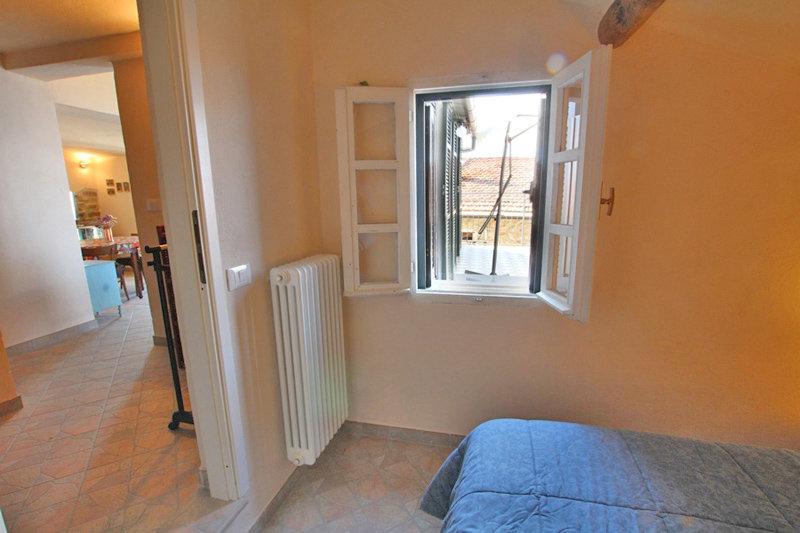 Penthouse med 2 terrasser i Cipressa med fantastisk utsikt. 50 kvm, 1 sovrum och 1 badrum.