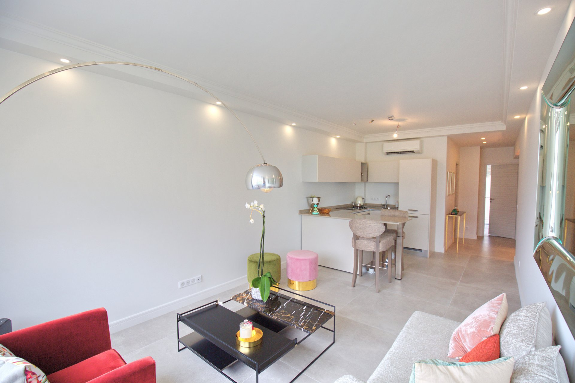 Located in the heart of Beaulieu-sur-Mer, paradisiac seaside resort located between Monaco and Nice, this beautiful apartment completely renovated...