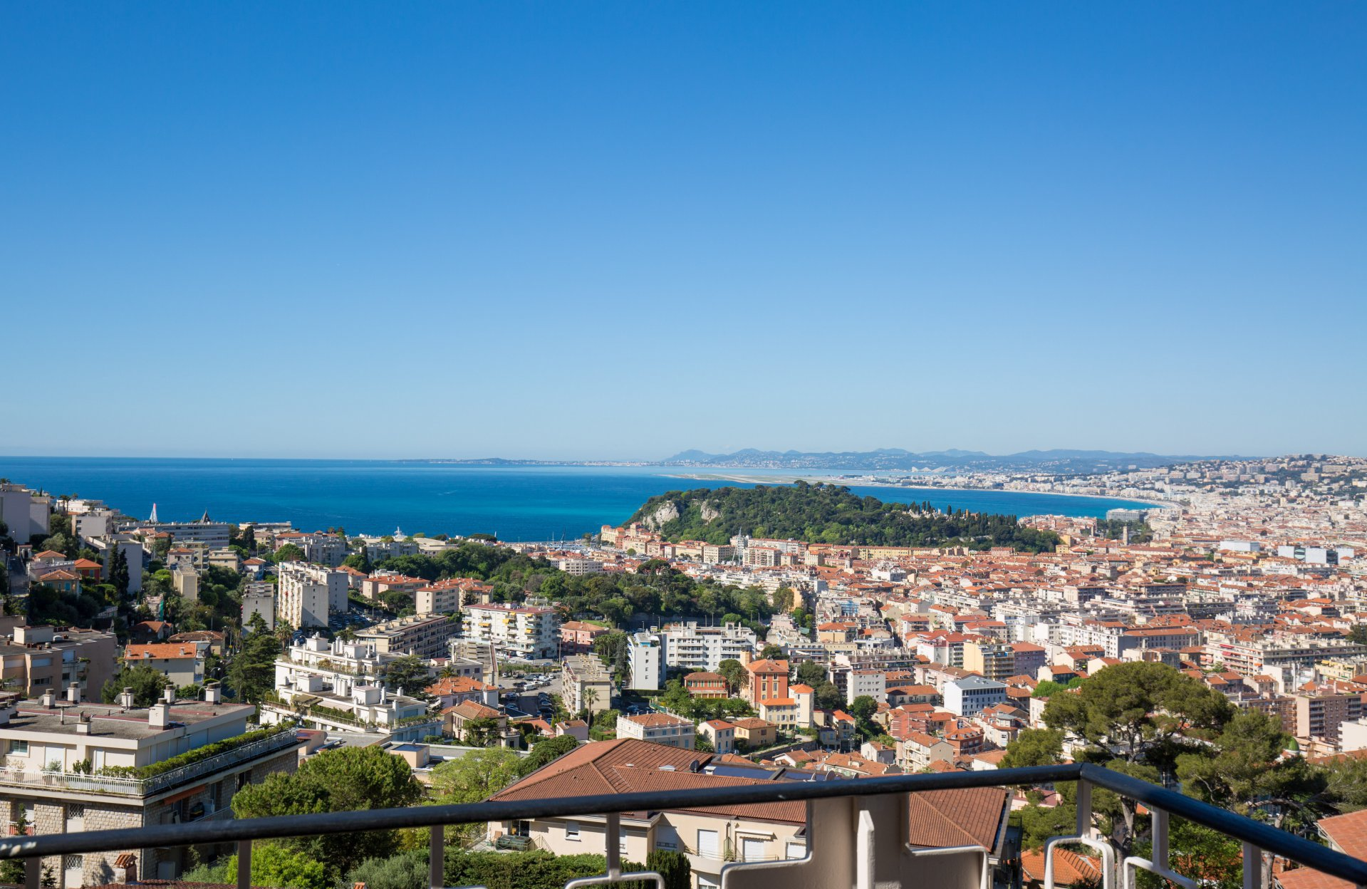 Top floor apartment with views - close to col de Villefranche