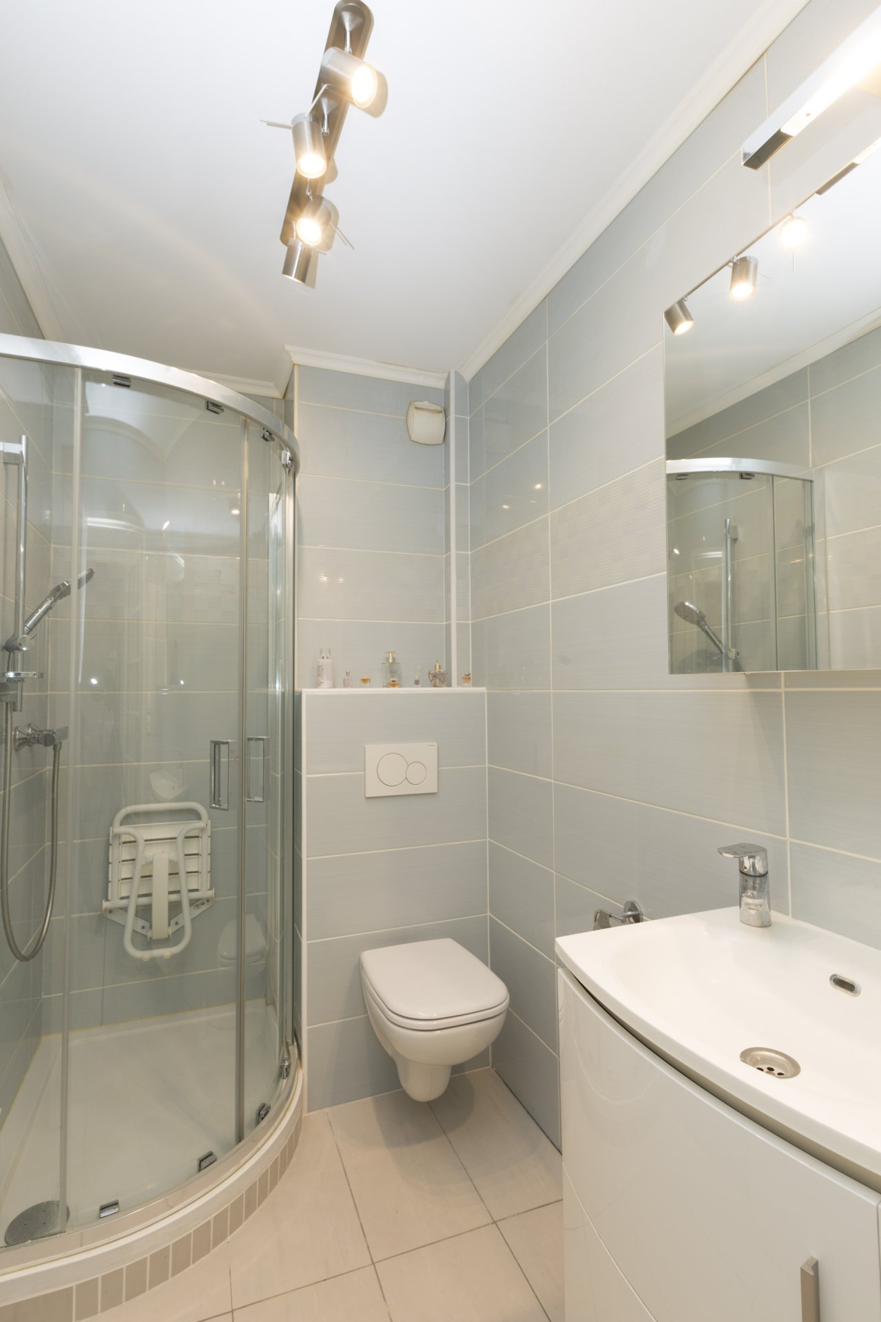 3 bed apt in sought-after residence with swimming pool