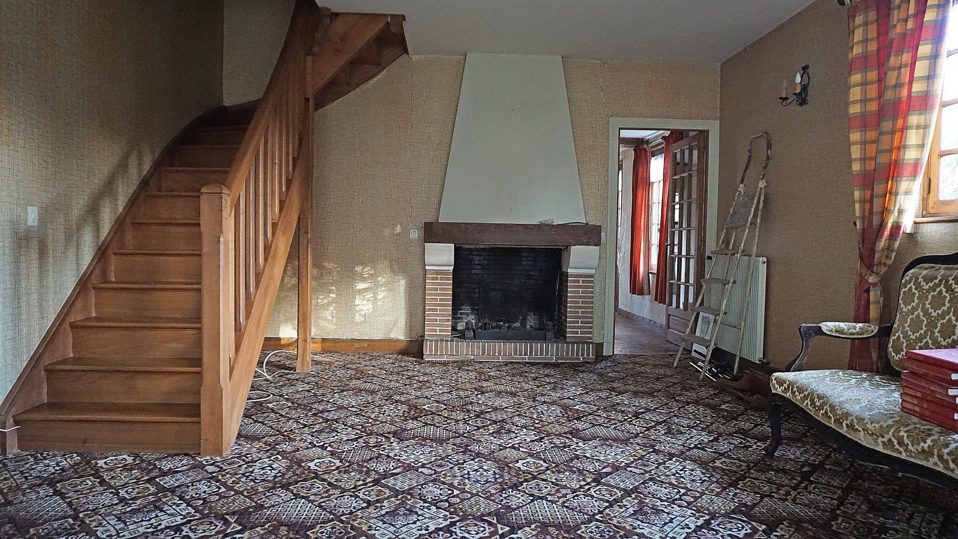 PAYS D'AUGE - CALVADOS  Proche de Livarot une maison en colombages avec un garage.