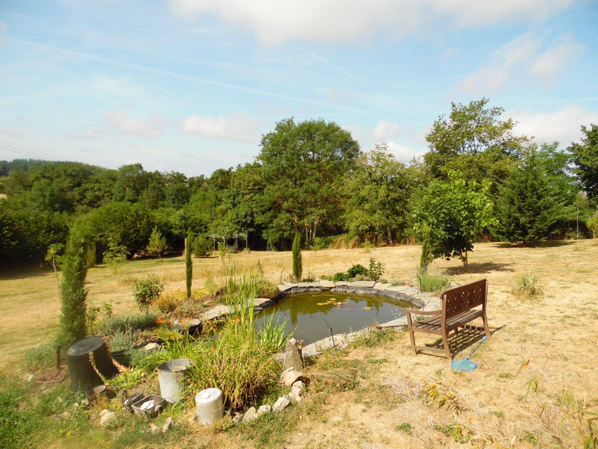 A vendre dans la Creuse, Longère spacieuse,  jardin (4978m²)