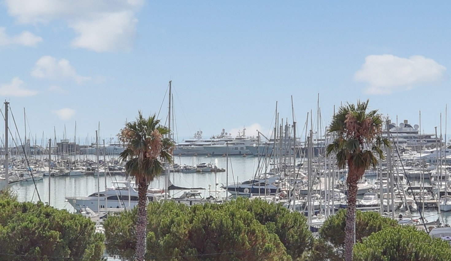 SOLE AGENT - Port Vauban of Antibes - Top floor apartment with terrace and view