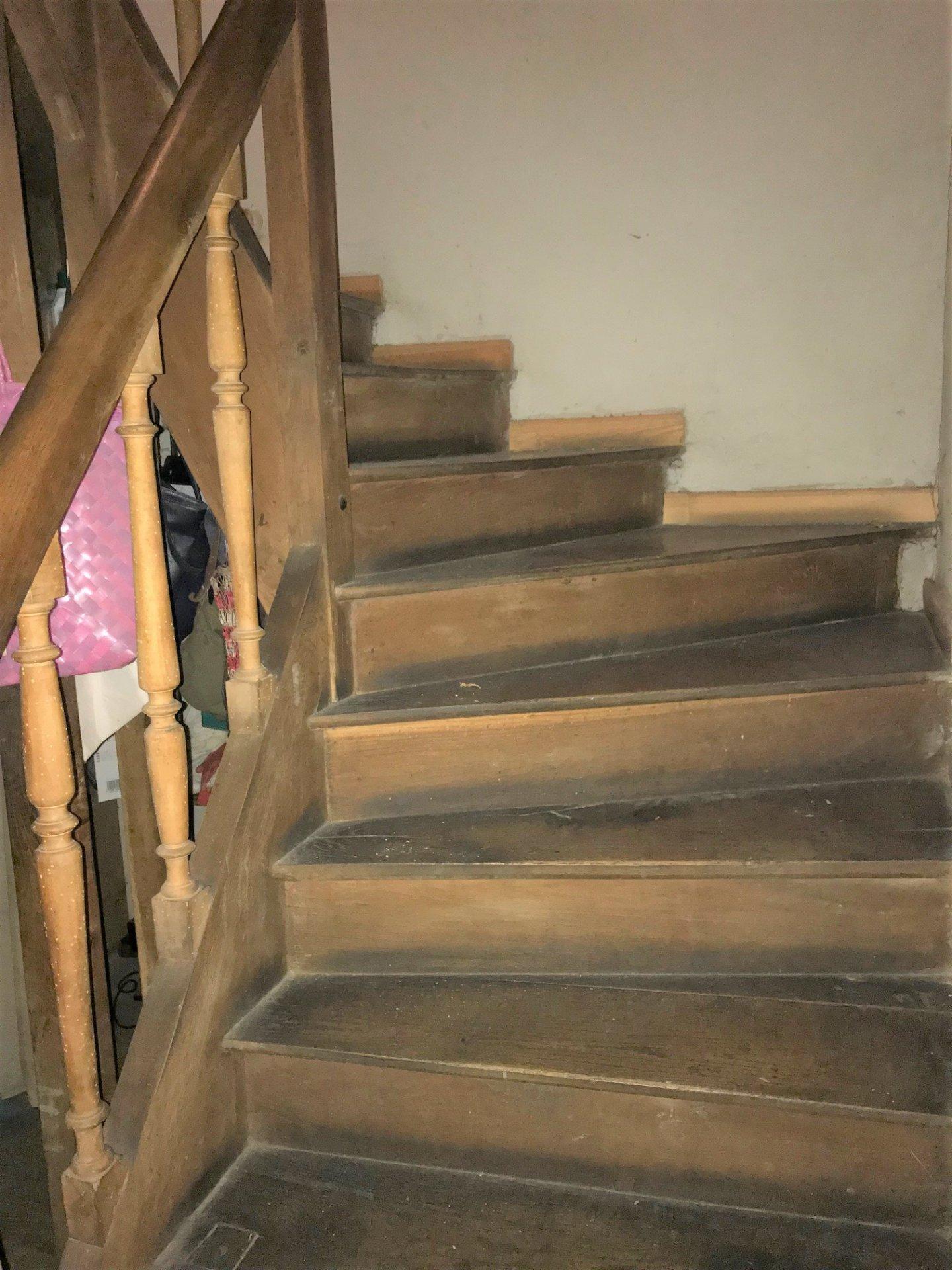 Escalier ancien en bois