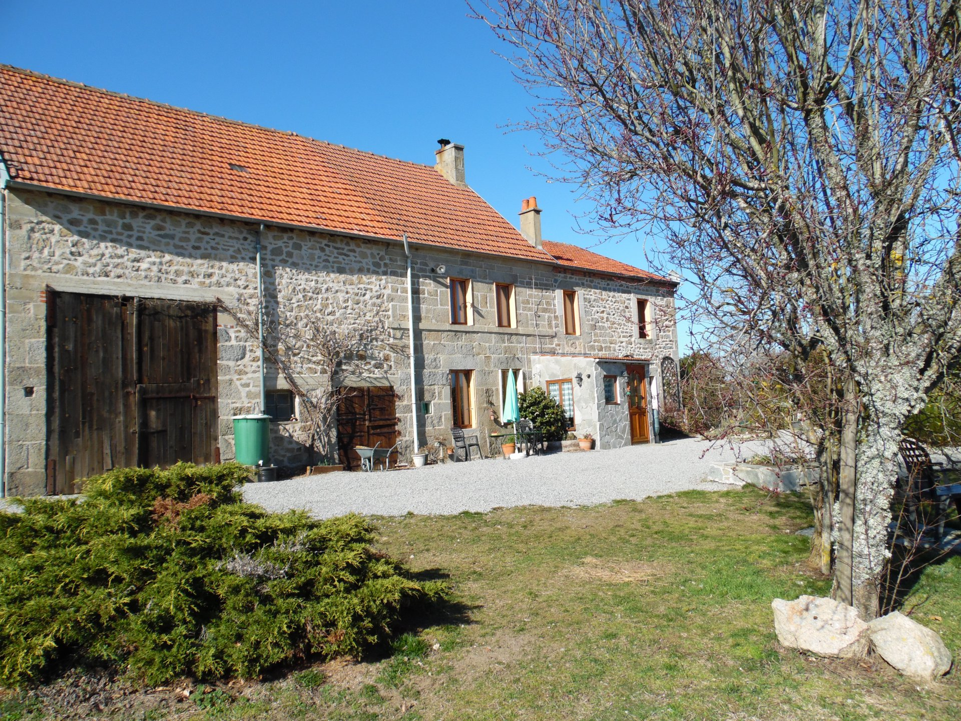 For sale in Creuse, stone built house, outbuildings and land (16547m²)