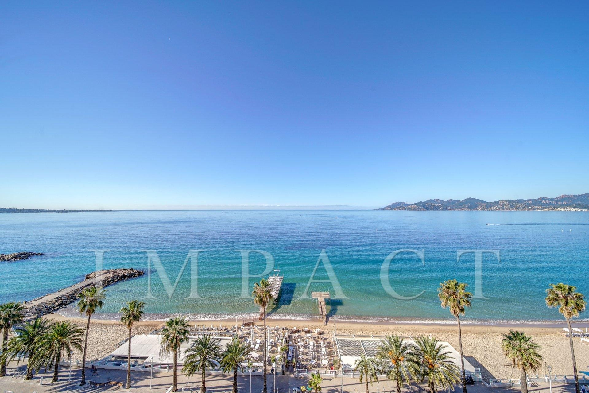 Apartment to rent sea front in Cannes
