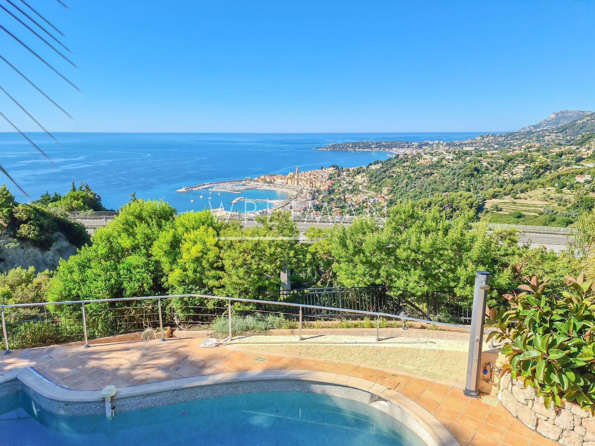 Villa med pool och trädgård med panorama vy - Menton Garavan