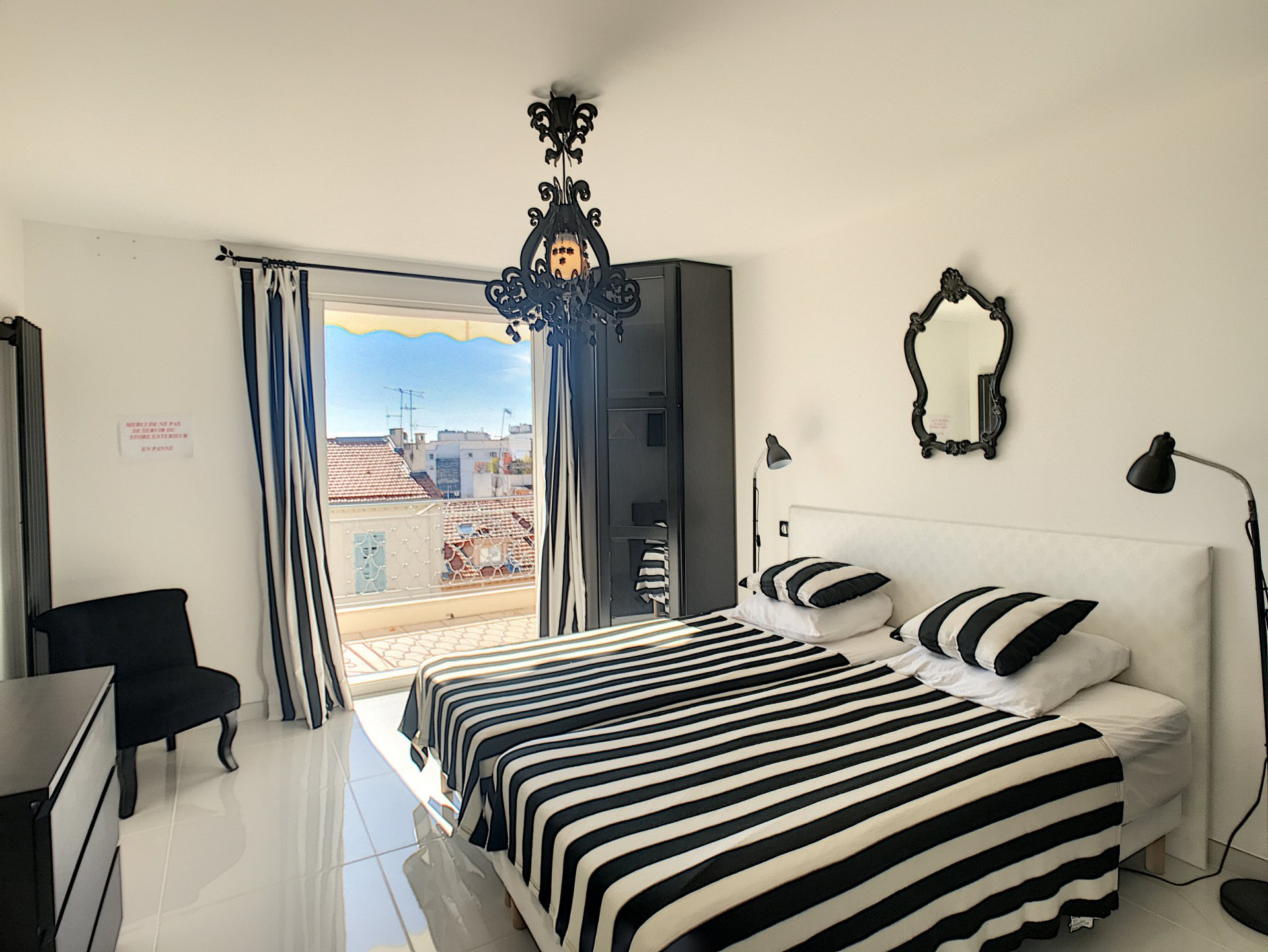 Cannes Center, Bright and beautiful flat on the last floor with terraces