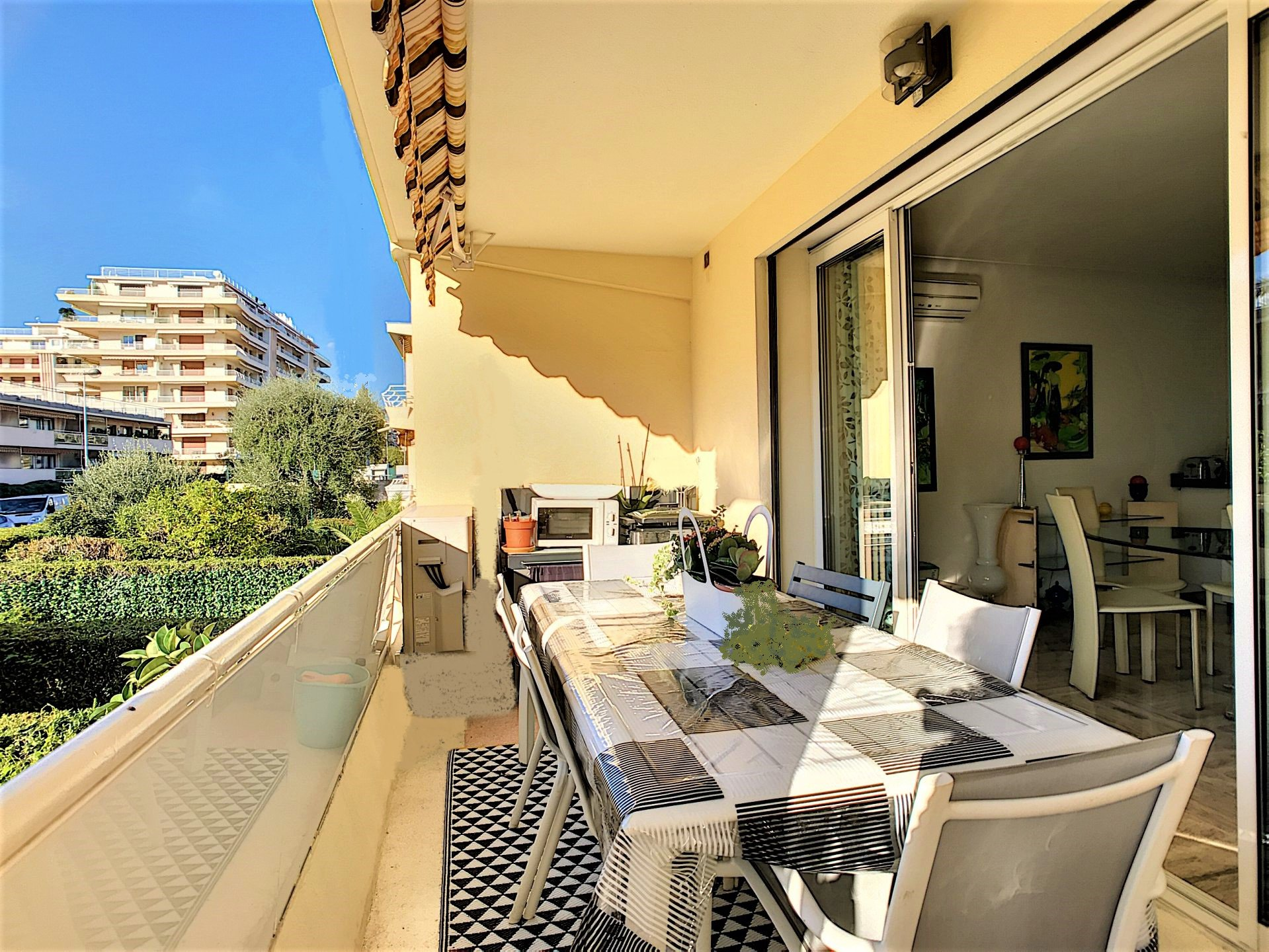 CANNES French Riviera, lovely 2 bedrooms apartment for sale near beaches