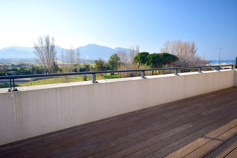 Borely Maison T6 en duplex avec vue exceptionnelle collines et mer