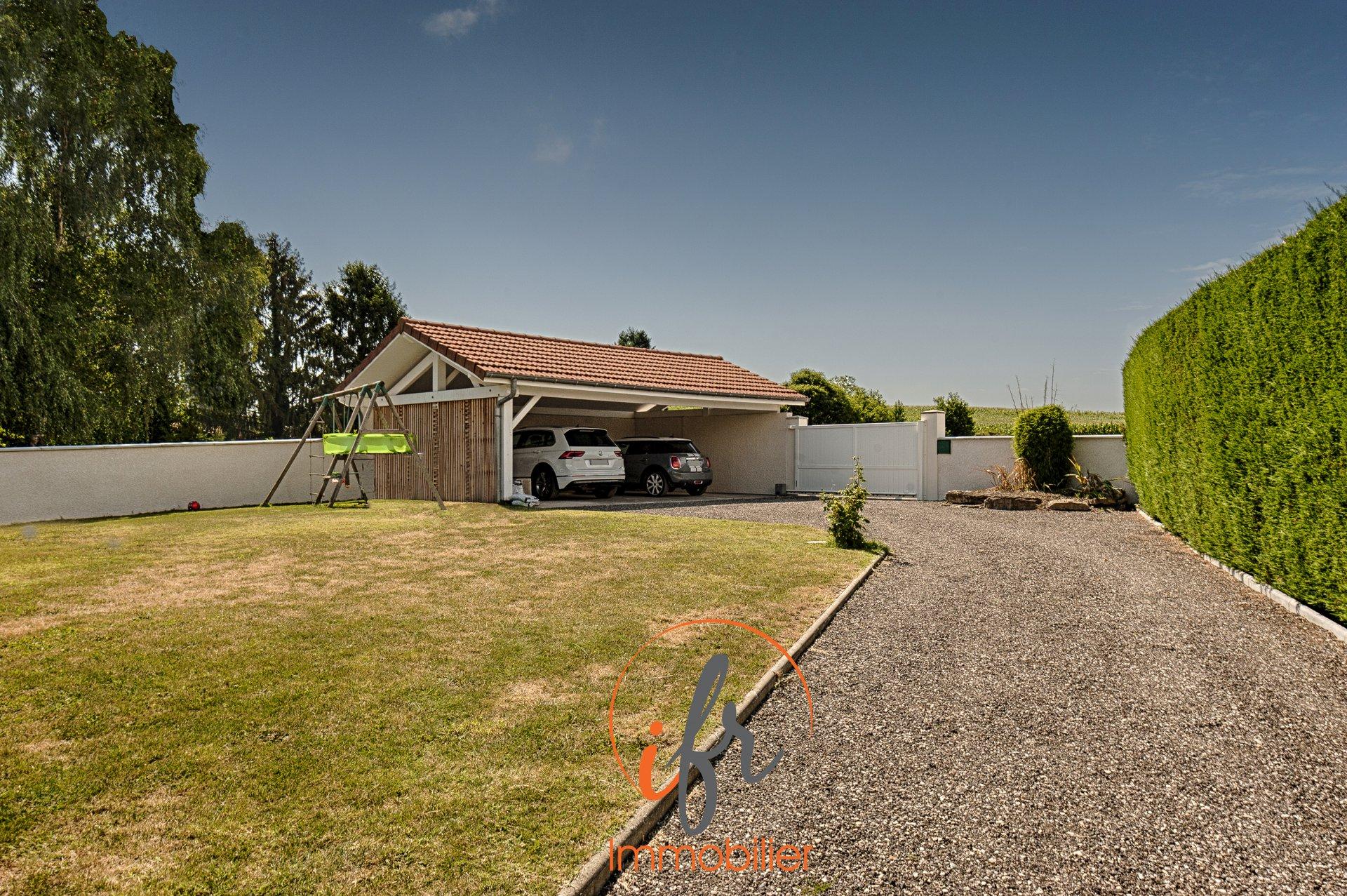 Maison avec piscine sur les hauteurs de Bourgoin