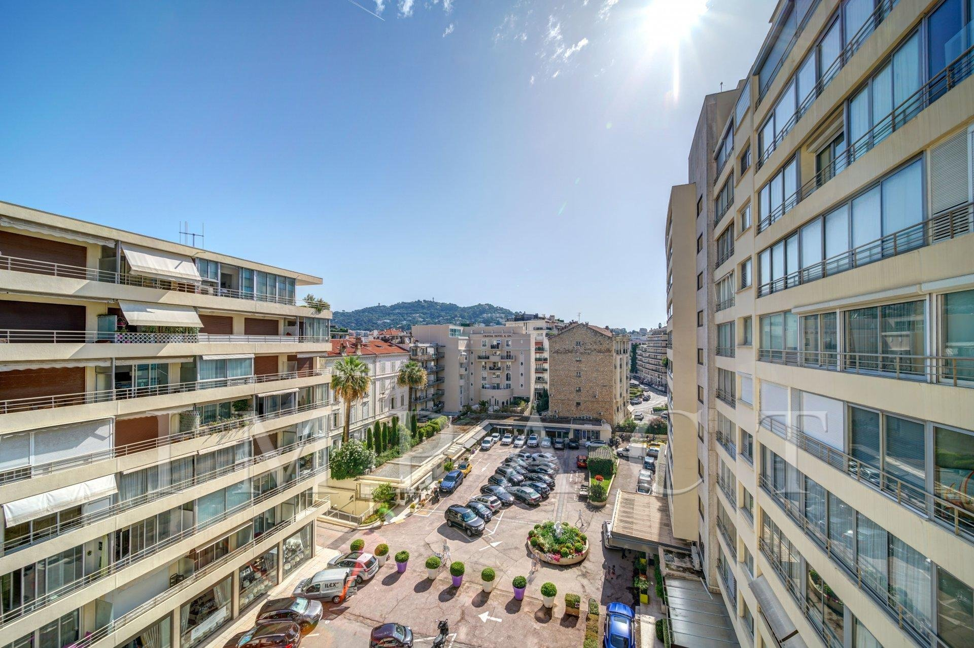 2 bedrooms apartment to rent behind the Croisette, Cannes