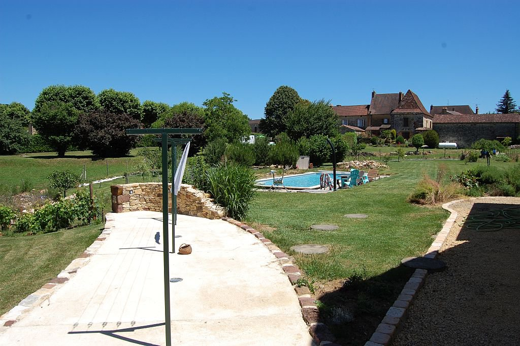 DORDOGNE - Moderne woning (2009) met zwembad op 2977 m2