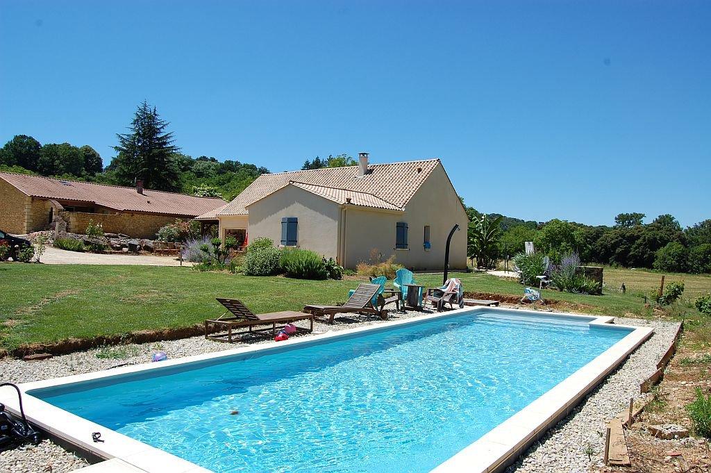 DORDOGNE - Maison moderne (2009) avec piscine sur 2977 m2