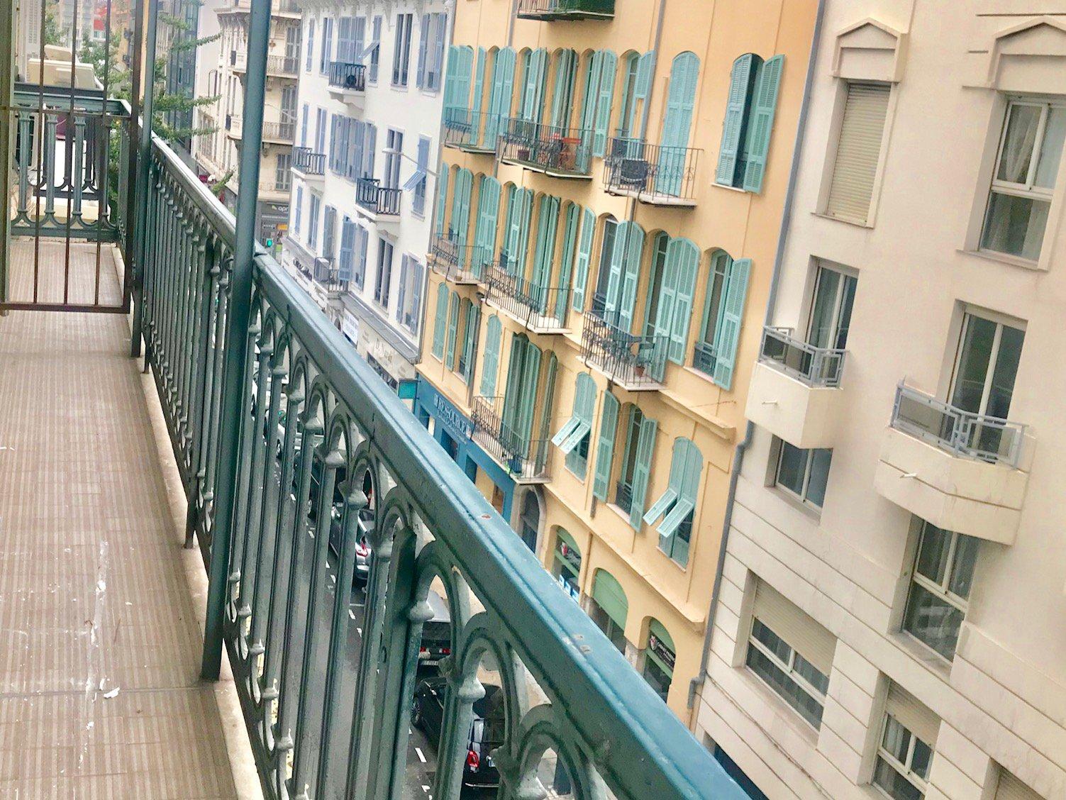 2 pièces meublé avec grand balcon