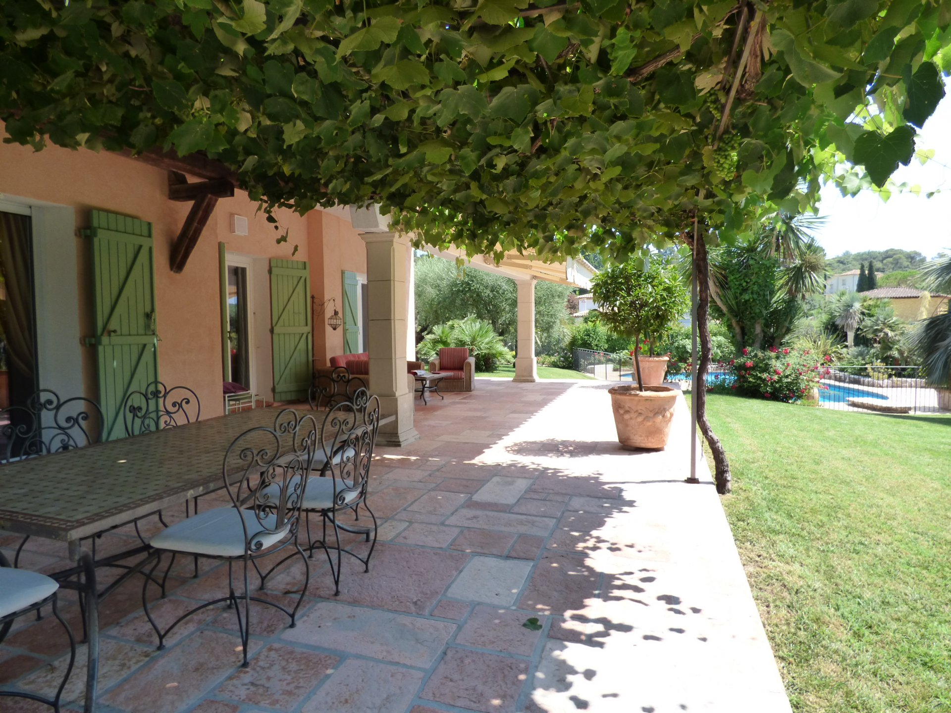 Near Saint peul de Vence, beautiful villa to sell, quiet swimming pool