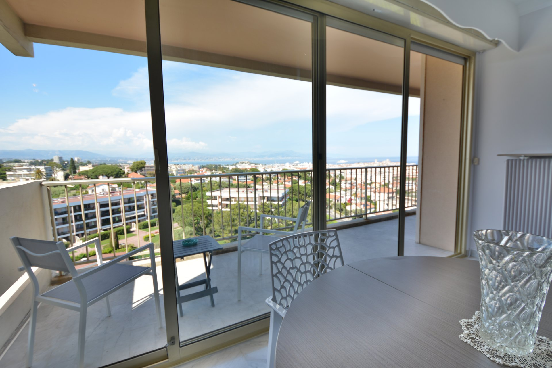 JUAN LES PINS - EDEN PARC - TOP FLOOR