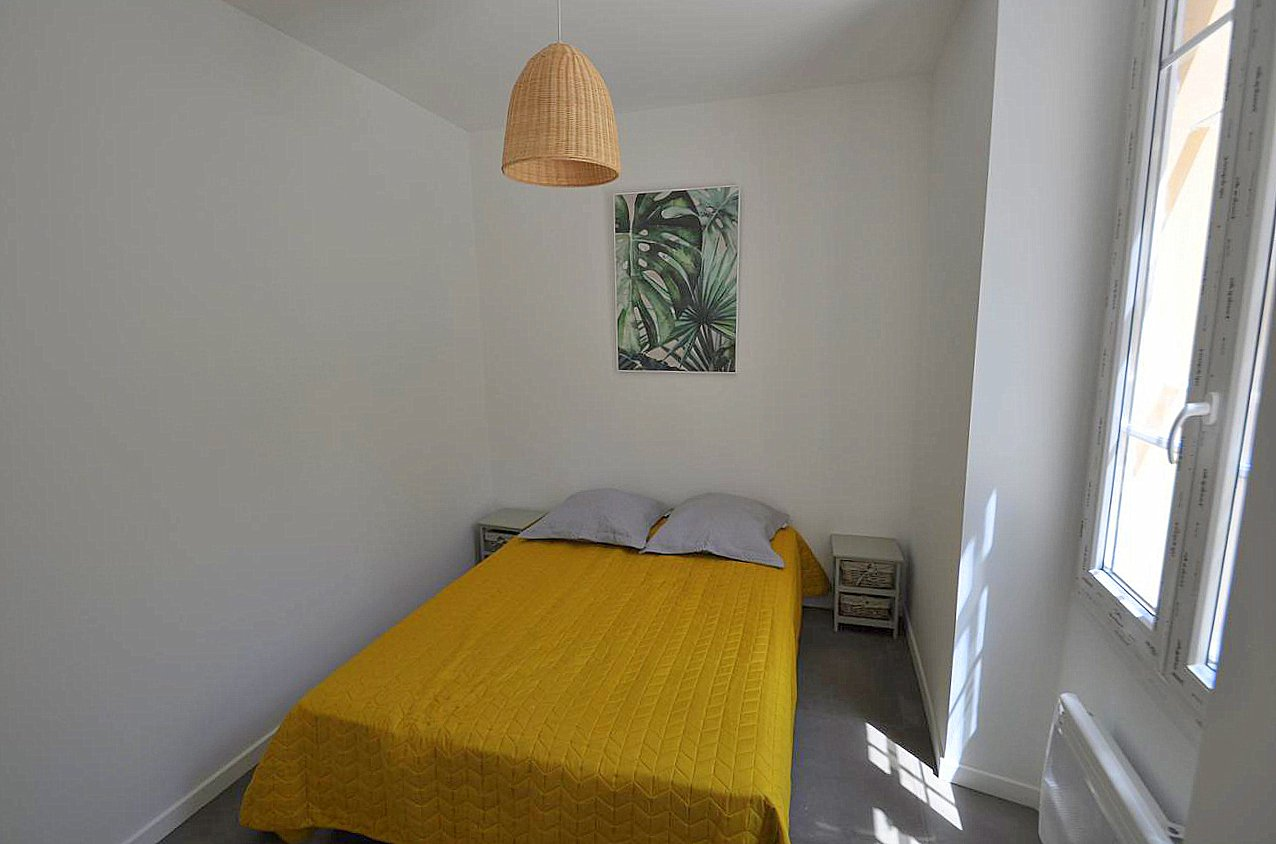 Nice Mont Boron 2p refait neuf chambre
