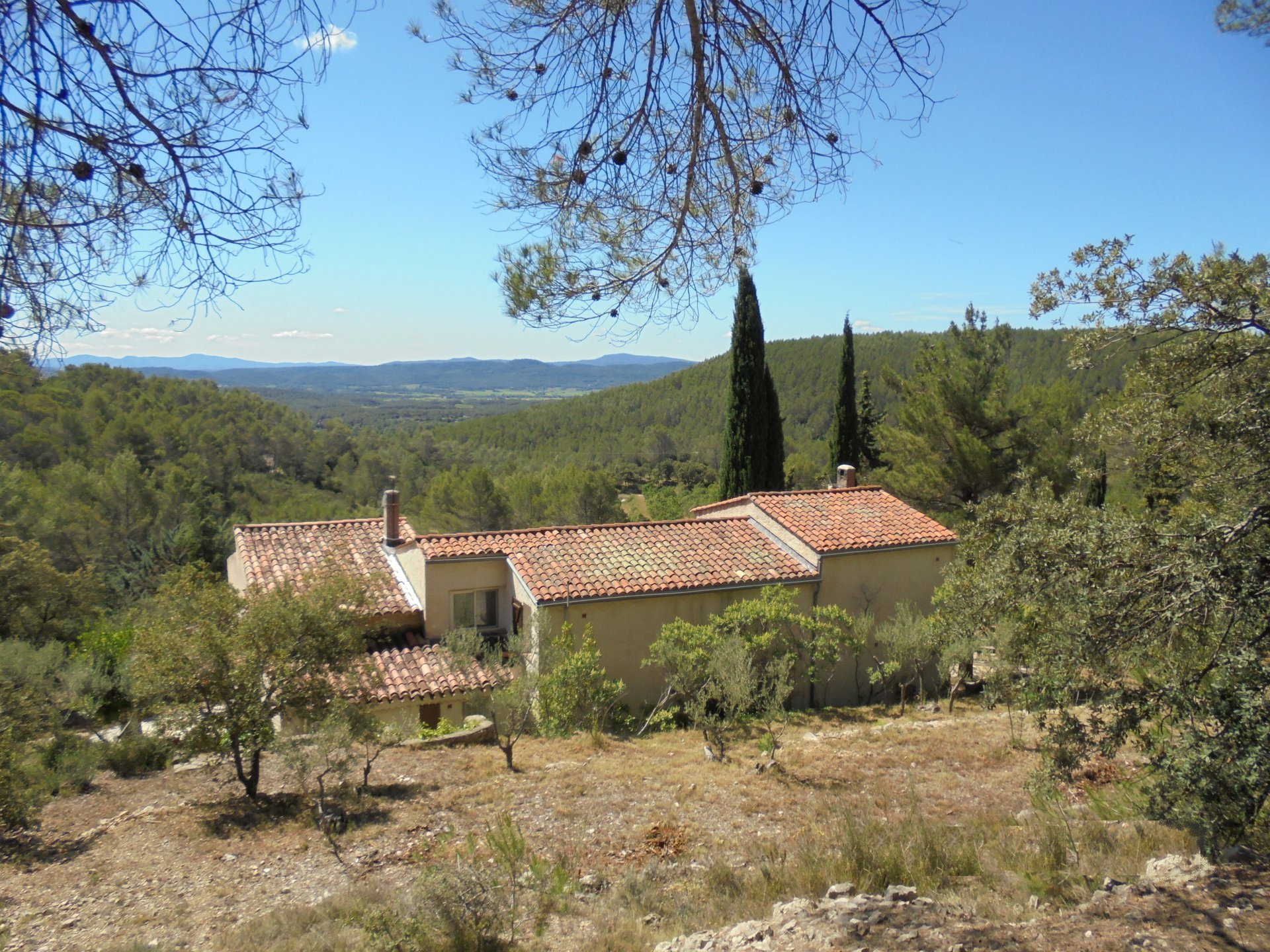PROPERTY SETS ON 2 HA STUNING VIEW