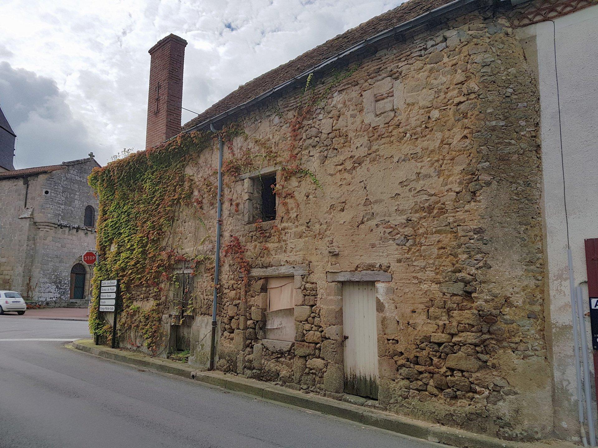 Nord Haute Vienne: 2 maisons de village à restaurer