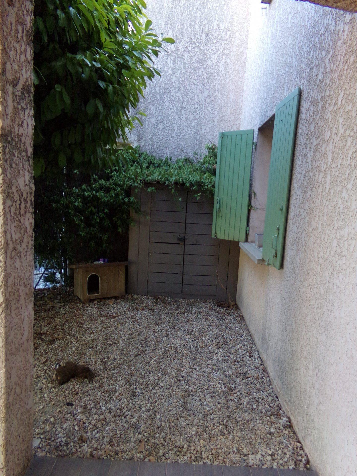 T2 plein-pied meublé avec terrasse et jardin
