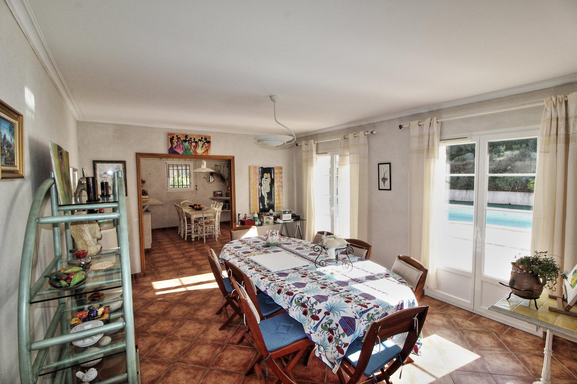 Sale Villa - Saint-Paul-en-Forêt