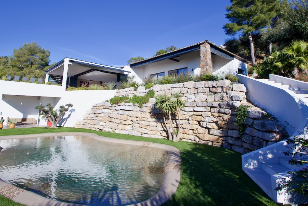 Les Issambres - great sea view - lots of privacy - just delivered!