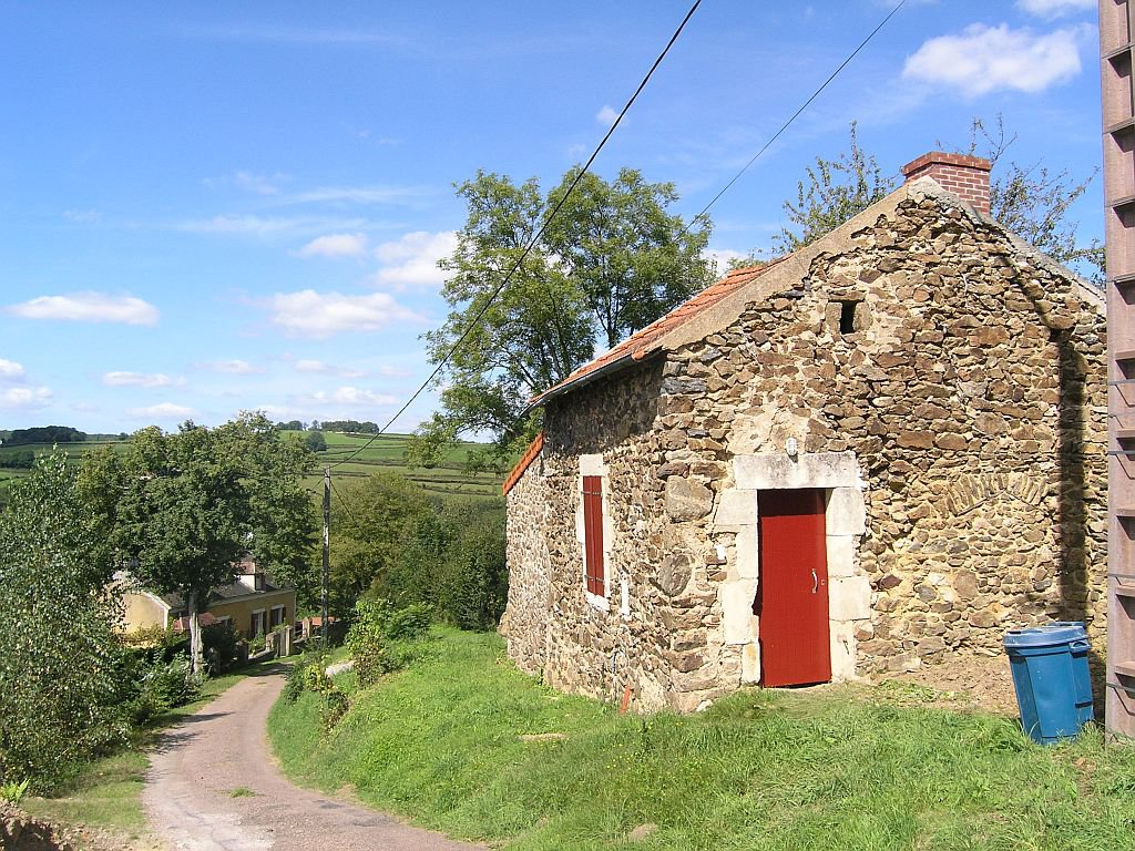 NIEVRE - Border village, typical countryhouse with small independant house