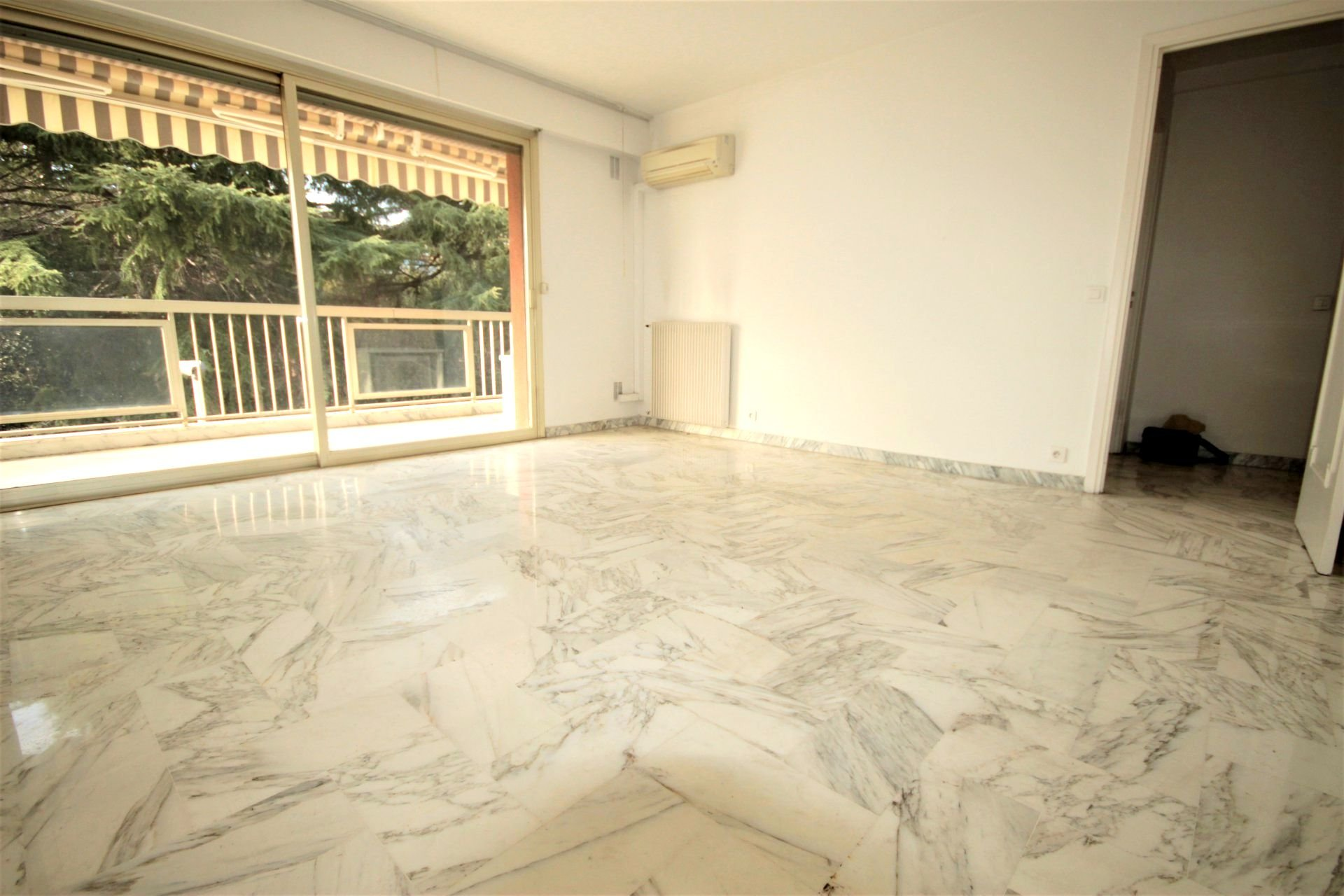 For sale apartment CANNES near beaches and shops