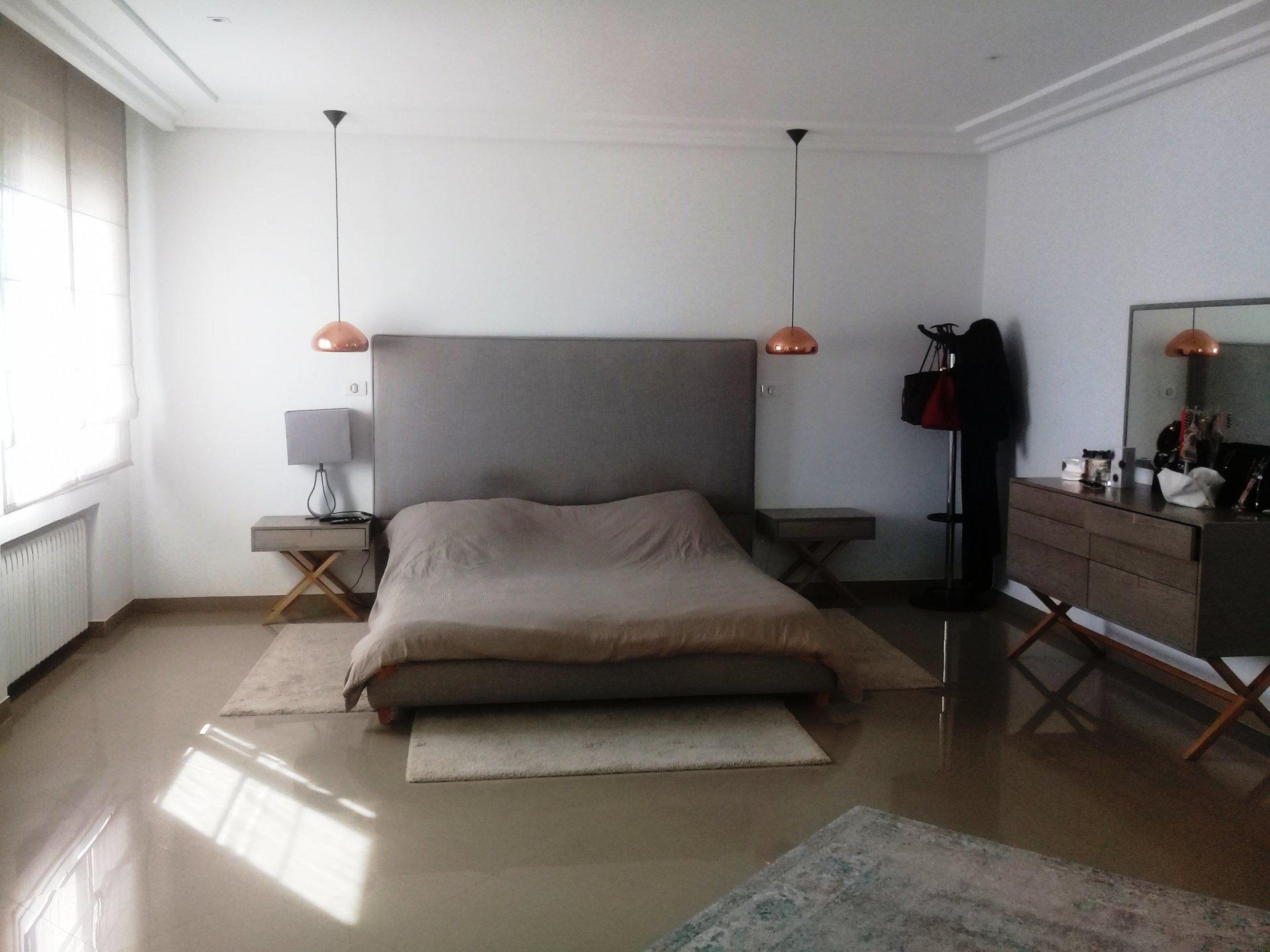 A louer Villa de 1000 m² sur un terrain de 750 m² au lac 2