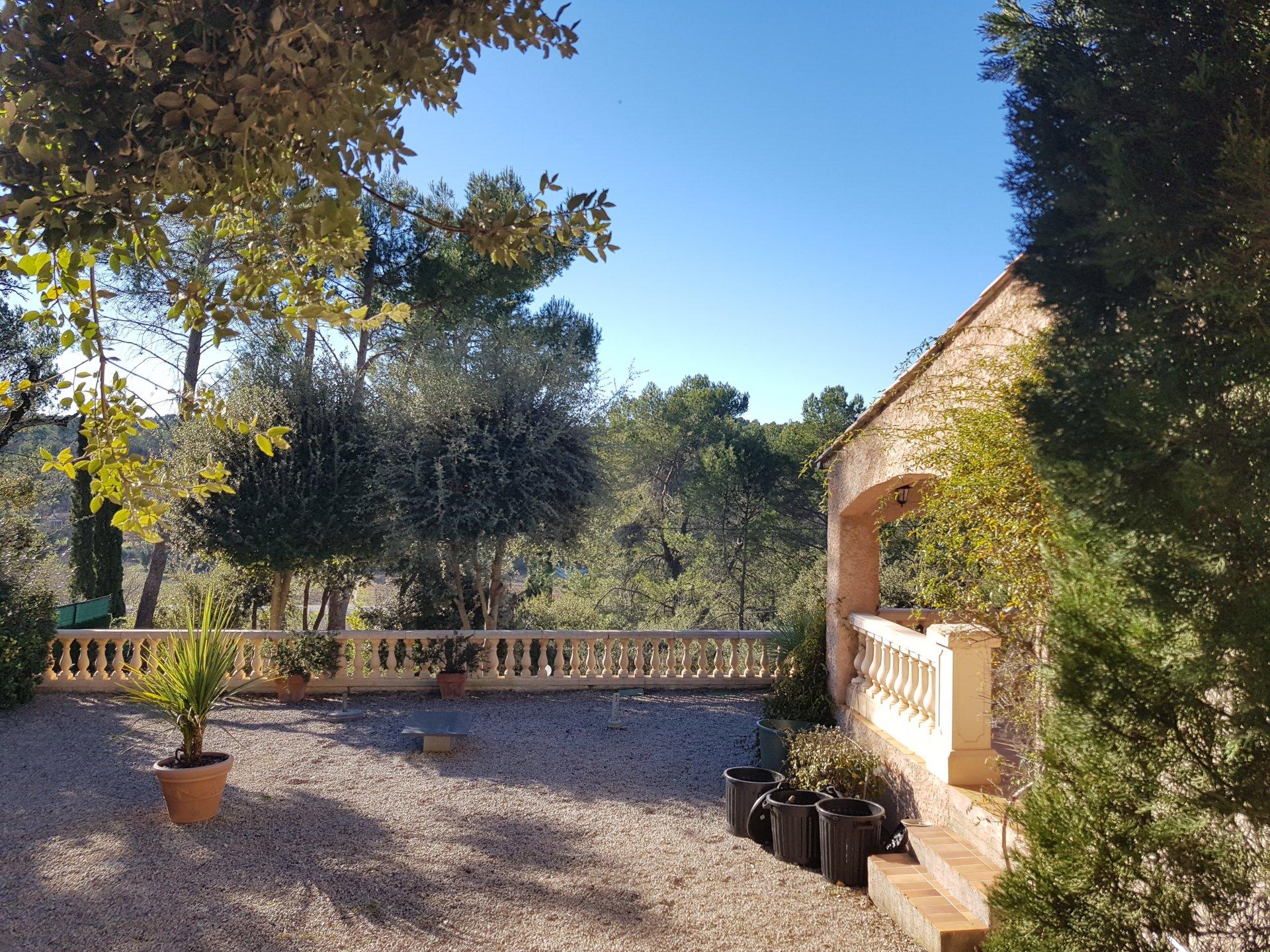 Villa à Lorgues, 3 chambres et piscine.