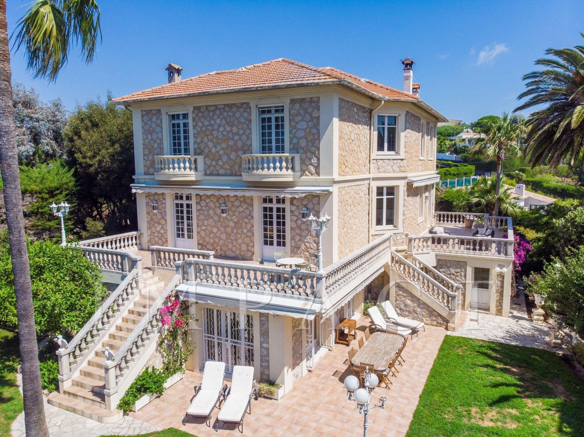FOR SALE BOURGEOIS HOUSE