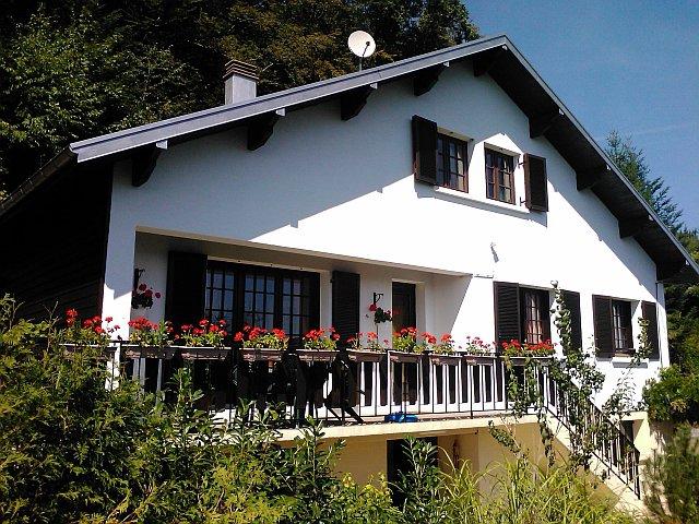VOSGES - Sur les hauteurs, grande maison avec appartement